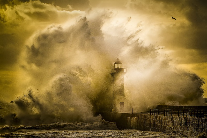 lighthouse-in-the-storm-spray